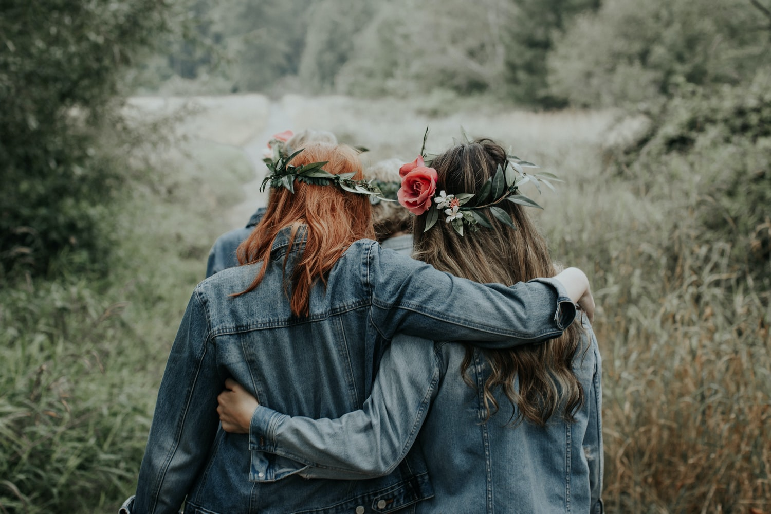 friends helping you leave a narcissist